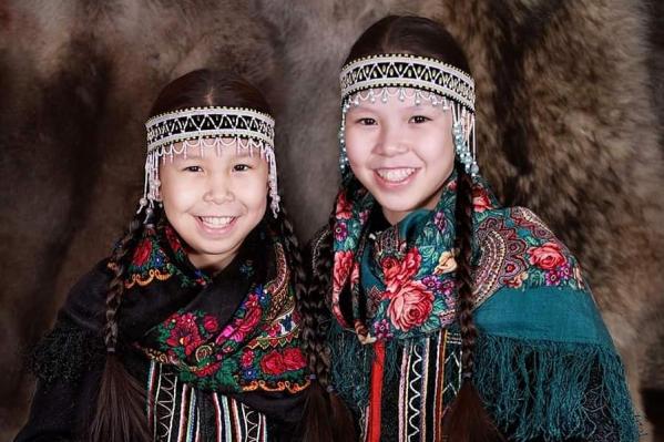 Жанна и Катя — жительницы посёлка Волочанка, они учились в школе, которая недавно сгорела