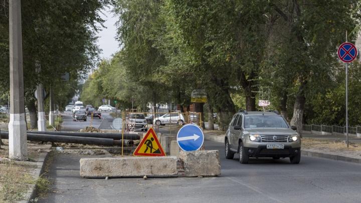 В центре Волгограда снова перекопали многострадальную улицу Пархоменко