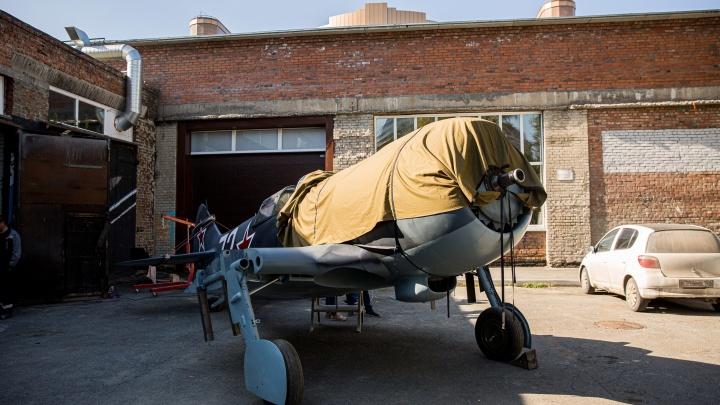 В НГТУ воссоздали макет самолета времен Второй мировой войны — разглядываем 6 снимков