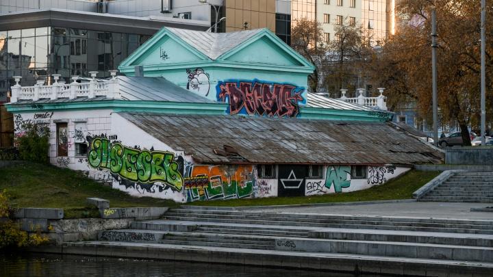 Сотрите это немедленно: в мэрии пожаловались на количество граффити в Екатеринбурге