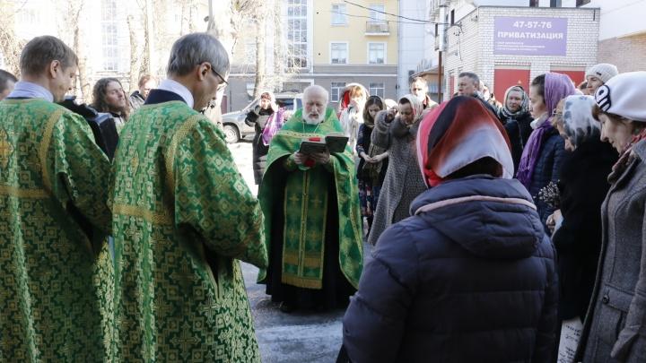 С Богом — онлайн: почему в Архангельске закрыли все храмы, кроме православных