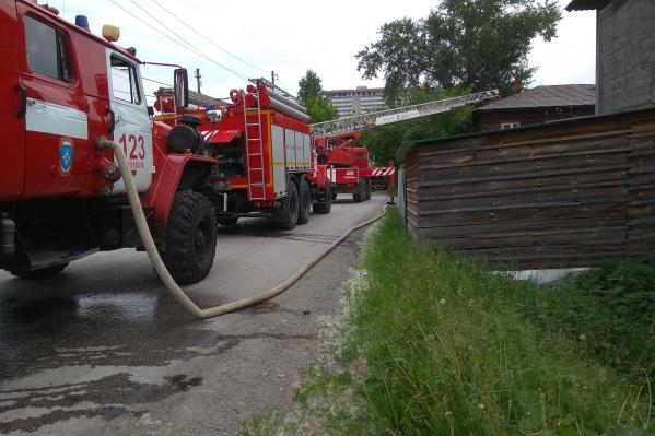 Пожар начался в девятом часу утра, когда почти все жители деревянной двухэтажки были дома