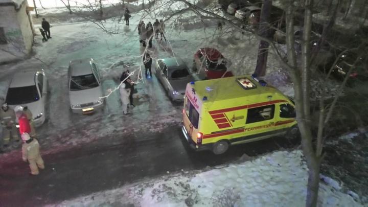 В Парковом при пожаре в многоквартирном доме погиб инвалид
