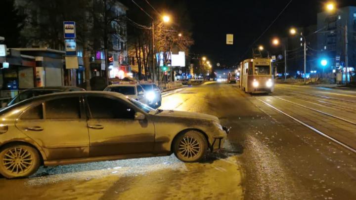 В Калининском районе водитель «Мерседеса» насмерть сбил мужчину