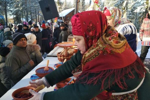 По традиции, в музее деревянного зодчества «Малые Корелы» провожают Масленицу большими блинами