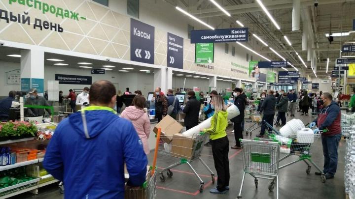 «Леруа Мерлен» открыл залы гипермаркета для покупателей в масках. Показываем, как все устроено