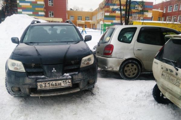 Заблокировала выезд с парковки