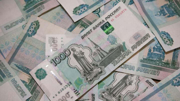 В Екатеринбурге стали чаще расплачиваться фальшивыми купюрами. Рассказываем, как их вычислить