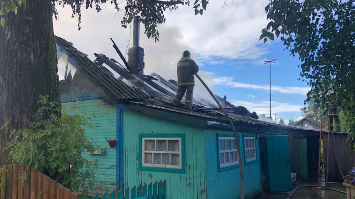 Пожарные потушили горящий частный дом в Плесецком районе