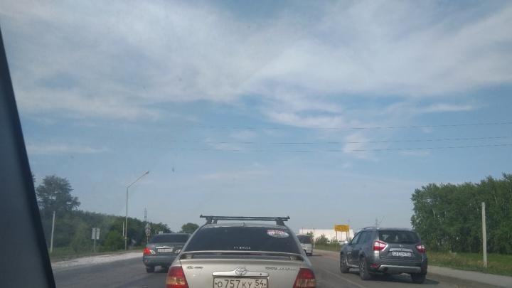 30 километров сплошной пробки: новосибирцы не могут въехать в город