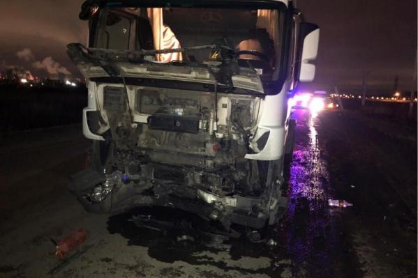 Водитель грузовика не пострадал