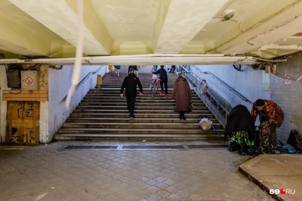 Этим подземным переходом пользуются не только пермяки, но и приезжие: он ведет от рынка к автовокзалу