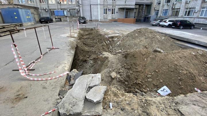 «А асфальт зимой укладывать будут?»: волгоградцы требуют от коммунальщиков закопать все траншеи с трубами