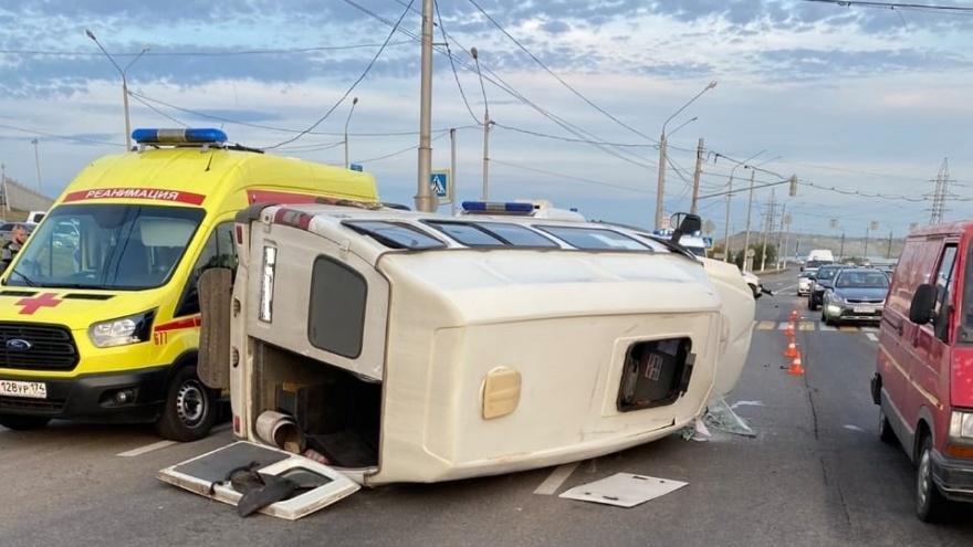 Маршрутка перевернулась в Челябинской области, ранены девять человек