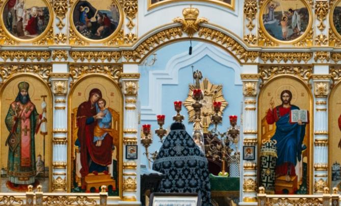 Роспотребнадзор запретил массовые обряды в омских храмах
