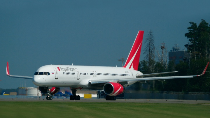 В Екатеринбурге приземлился самолёт с уральскими туристами, которых вывезли из Индии после урагана