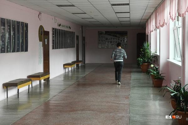 С начала учебного года две школы полностью закрылись на карантин