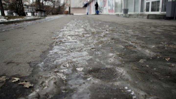 Омичка поскользнулась на льду и попала в реанимацию