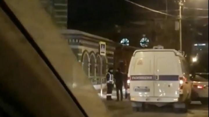 В Перми возле Соборной мечети столкнулись такси и полицейская «Газель»