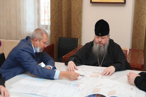 В совещании о строительстве собора участвовало пять человек