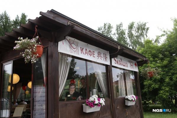 Так в прошлом году выглядел летник китайского кафе Sinlun