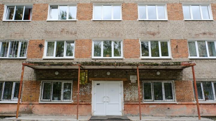Первокурсников Пермского института ж/д транспорта заселили в комнаты старшекурсников, а тех выселили и отправили на дистант