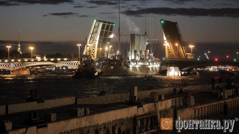 «Аврора» у Благовещенского моста после реставрации (2016)