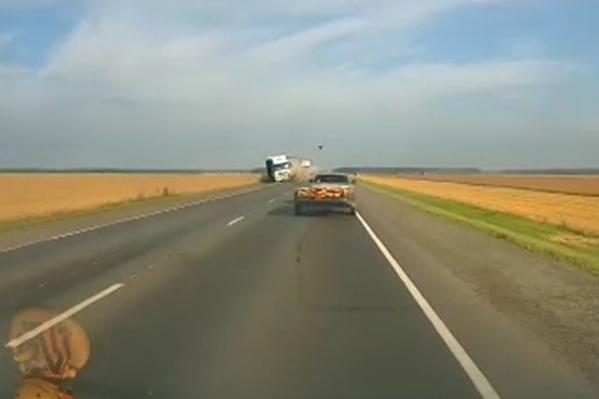 Водитель легковушки скончался на месте