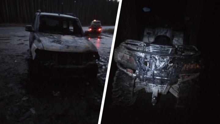 На Колыванском шоссе сгорели автомобиль, прицеп и квадроцикл