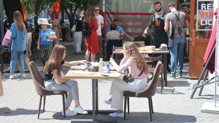 Город-летник: Новосибирск стал лидером роста по числу уличных веранд в России