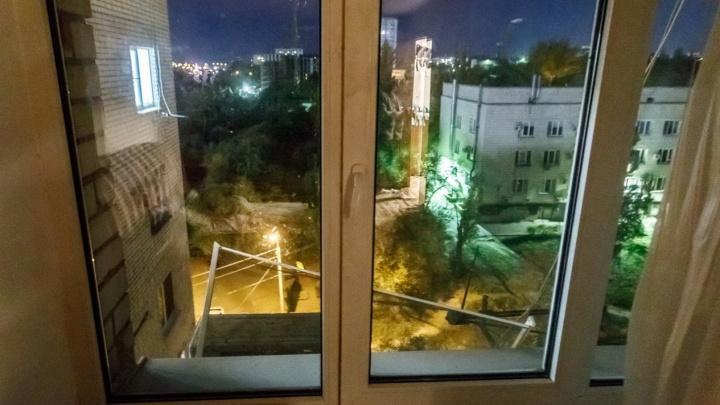 «Танцевал на подоконнике»: волгоградец разбился при падении из окна