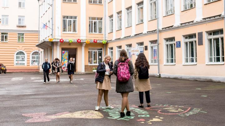 Департамент образования Ярославля следит за семьей школьника, в которую приехала родственница из Италии