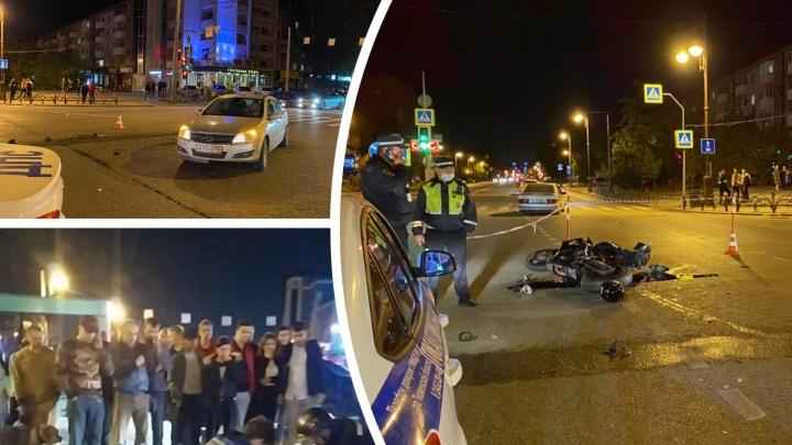 Подробности страшного ДТП с мотоциклистом: у 15-летней пассажирки шок и тупая травма живота