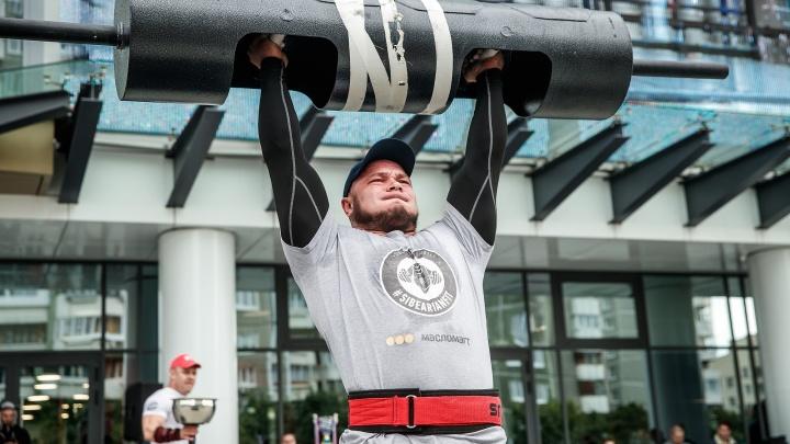 Победитель поднял больше четырех тонн: в Екатеринбурге прошел турнир по силовому экстриму