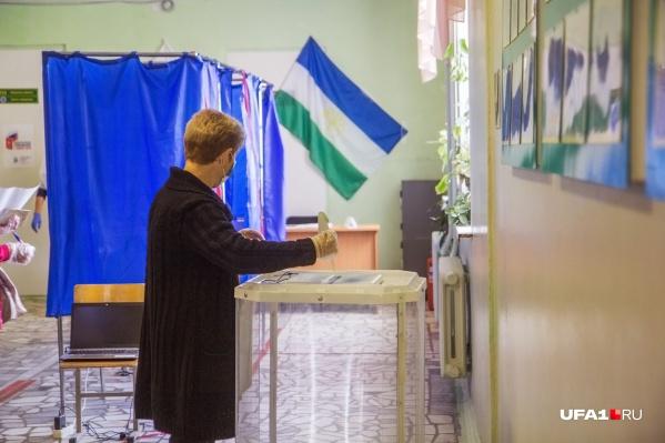 По словам Рената, из-за того что выборы растянули на три дня, явка как-то особенно не повысилась