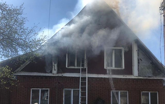 В Уфе при тушении пожара пострадал один из спасателей