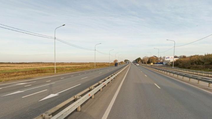 На трассе в Уватском районе иномарка въехала в машину с двумя детьми. Есть погибший