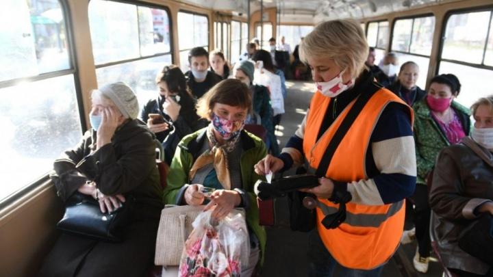Ни метра без маски: почему транспортники так рьяно стали высаживать пассажиров и сдавать их полиции