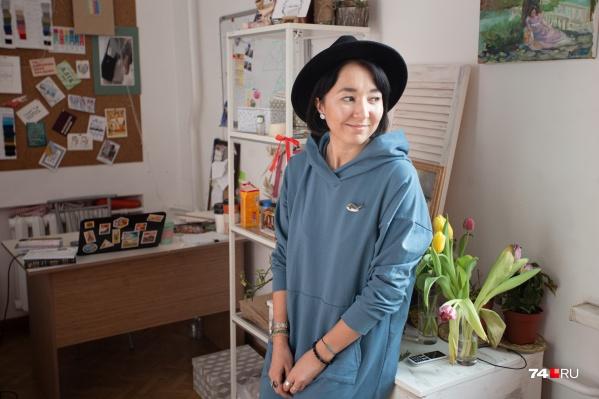 Люцина Мухутдинова не только создаёт удобную и яркую одежду, но и носит её сама
