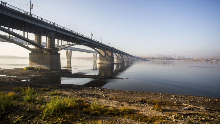 В центре Новосибирска задерживается подача тепла из-за ремонта на Коммунальном мосту