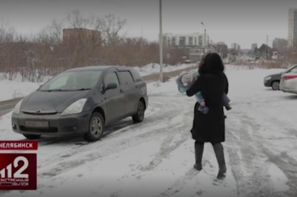 Елена Важенина уверяет, что ребёнок был без присмотра пару минут, пока она ходила в банк