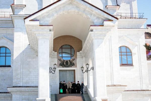 В июне должно завершиться мощение тротуара рядом с собором<br>
