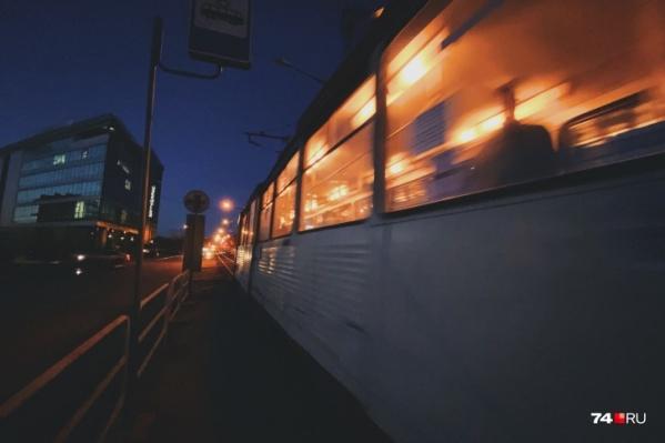 Пока челябинские трамваи прилично выглядят только в темное время суток