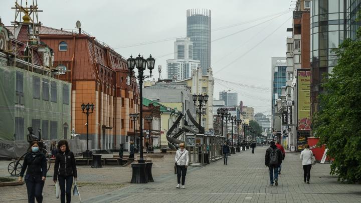 Суровое уральское, коронавирусное. Первый летний фоторепортаж с улиц Екатеринбурга
