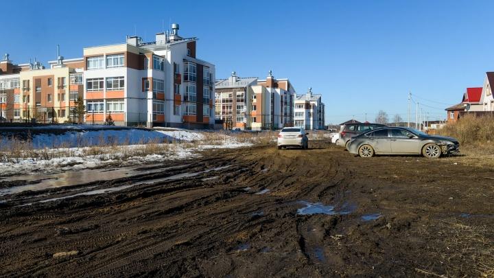 В это сложно поверить, но власти пообещали построить в Мичуринском асфальтированную дорогу