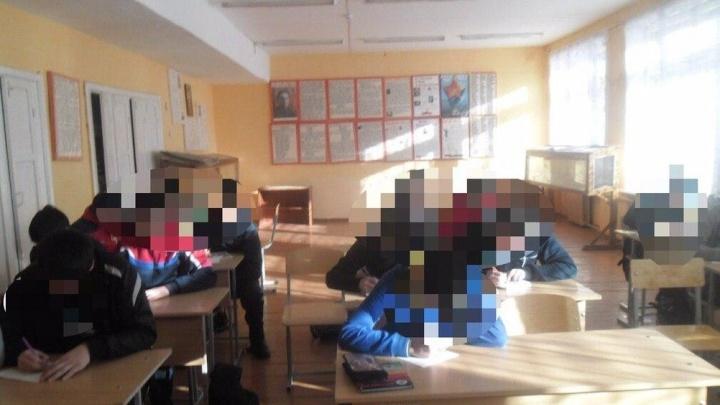 «Может ударить ключами, палкой и лопатой»: учителя южноуральской школы обвинили в рукоприкладстве