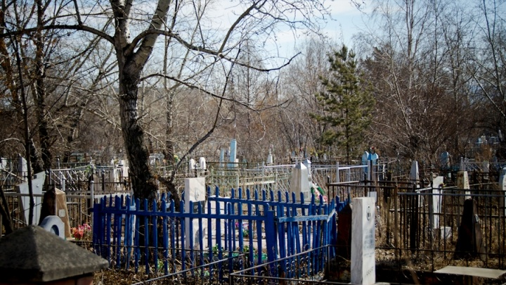 Запрет на посещение кладбищ продлен до конца месяца