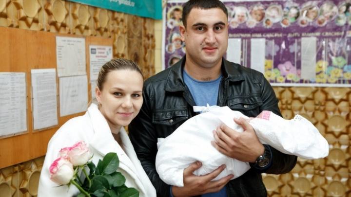 «Лена и наш ребенок могли выжить»: в Волжском в смерти молодой женщины обвиняют врачей перинатального центра