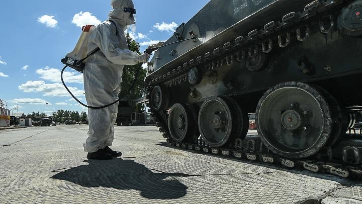 Уральские военные показывают, как спасали Европу от коронавируса: прямой эфир