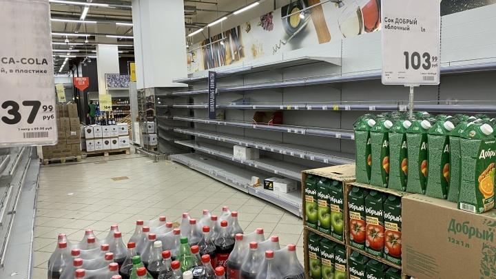 Полки уже пустые: в Екатеринбурге закроется последний гипермаркет «Карусель»